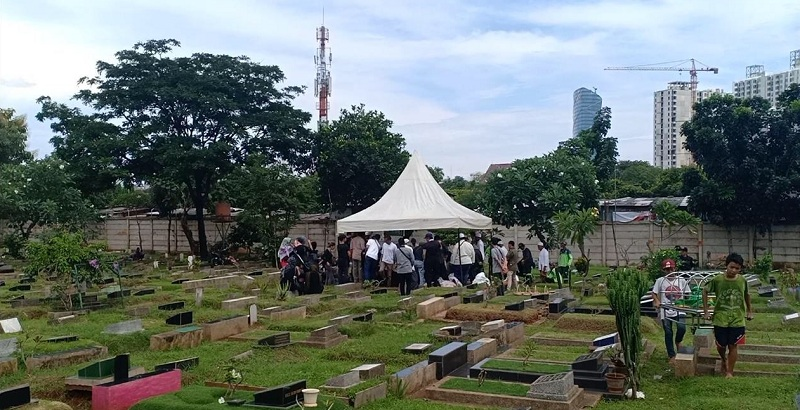https: img.okeinfo.net content 2019 03 28 33 2036076 pemakaman-mantan-asisten-ivan-gunawan-digelar-tertutup-zTn3j00s7o.jpg