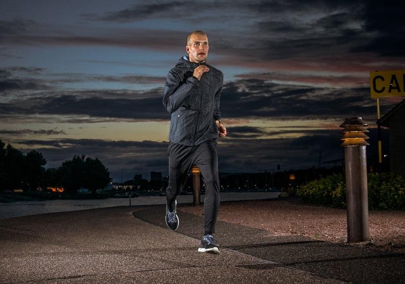 https: img.okeinfo.net content 2019 03 28 481 2036081 ahli-olahraga-tak-sarankan-anda-lari-malam-alasannya-mengejutkan-E25s8ab5HM.jpg
