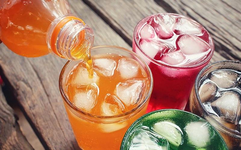https: img.okeinfo.net content 2019 03 29 298 2036727 minuman-soda-dalam-botol-kaca-terasa-lebih-nikmat-mitos-atau-fakta-rxCezfqJfY.jpg