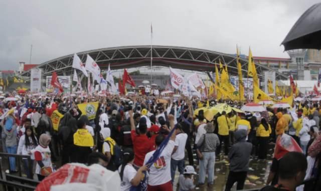 https: img.okeinfo.net content 2019 03 31 609 2037342 ribuan-kader-perindo-meriahkan-kampanye-akbar-jokowi-di-makassar-66eoOVmFea.jpg
