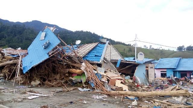 https: img.okeinfo.net content 2019 04 01 340 2037583 ini-penyebab-banjir-bandang-sentani-yang-telan-112-korban-jiwa-qw50b0Vv4P.jpeg