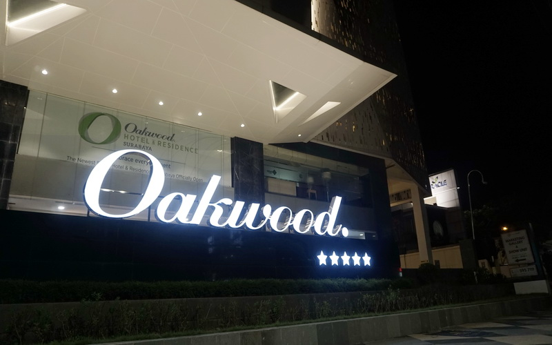 https: img.okeinfo.net content 2019 04 01 406 2037918 oakwood-hotel-residence-surabaya-resmi-bersertifikasi-bintang-5-pfhyjUdUCS.jpg