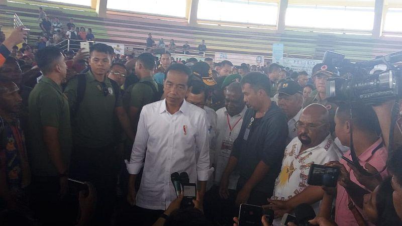 https: img.okeinfo.net content 2019 04 01 470 2037750 presiden-jokowi-minta-rumah-warga-di-sentani-direlokasi-ng79277Fl4.jpg