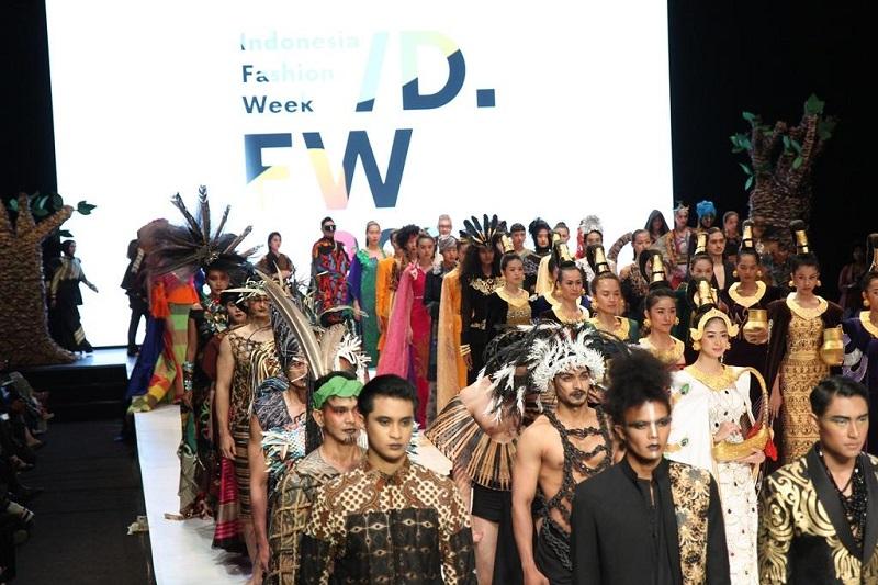https: img.okeinfo.net content 2019 04 02 194 2038206 mnc-play-berkontribusi-dalam-kemajuan-industri-fashion-indonesia-melalui-ifw-2019-3Lbqda8W3y.jpg