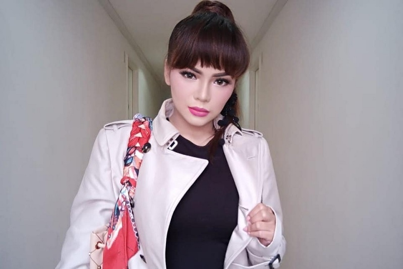 https: img.okeinfo.net content 2019 04 02 33 2038127 dinar-candy-unggah-pose-seksi-dan-manja-netizen-kurang-hot-pYYxy1fSZt.jpg