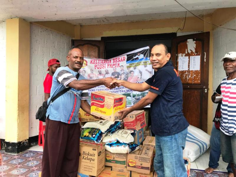 https: img.okeinfo.net content 2019 04 03 340 2038718 pb-pobsi-berikan-bantuan-kepada-korban-banjir-bandang-di-sentani-zy8MkbYXn2.jpg