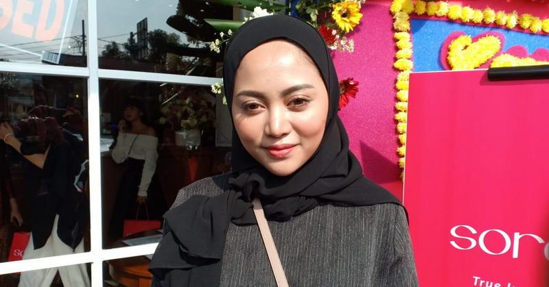 https: img.okeinfo.net content 2019 04 04 33 2038921 gaya-hijabnya-dihujat-begini-tanggapan-rachel-vennya-K3TVs63yew.jpg