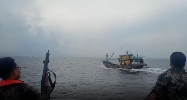 https: img.okeinfo.net content 2019 04 04 337 2038845 kkp-kembali-tangkap-2-kapal-asing-kali-ini-berbendera-malaysia-4qwB2Fpkil.jpg