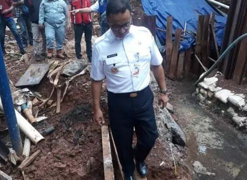 https: img.okeinfo.net content 2019 04 04 338 2038886 anies-adhi-karya-harus-tanggung-jawab-atas-banjir-di-proyek-lrt-VBs20Nevrp.jpg