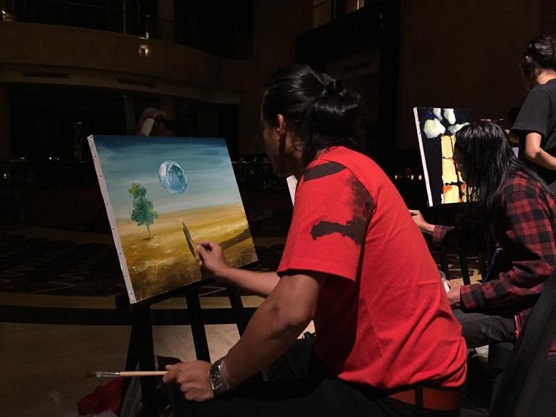 https: img.okeinfo.net content 2019 04 04 406 2039226 melukis-dalam-gelap-begini-indahnya-lukisan-karya-5-seniman-indonesia-NVOwma7sNc.jpeg