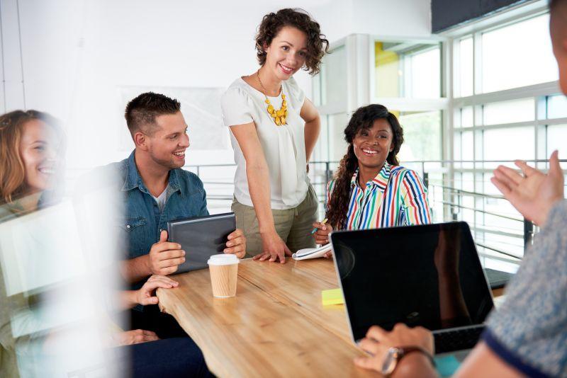 https: img.okeinfo.net content 2019 04 05 65 2039478 dear-fresh-graduate-ini-tips-agar-sukses-di-pekerjaan-pertama-RgXFC7cDCu.jpeg