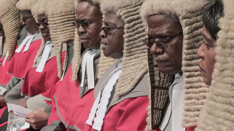 https: img.okeinfo.net content 2019 04 06 18 2039953 pengadilan-zimbabwe-picu-kemarahan-publik-setelah-habiskan-rp2-1-miliar-untuk-beli-wig-RPwt0YyjN7.jpg