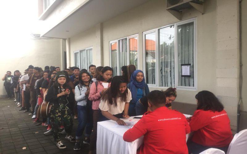 https: img.okeinfo.net content 2019 04 06 598 2039930 warga-denpasar-serbu-audisi-the-voice-indonesia-2019-kk9NmYaxim.jpg