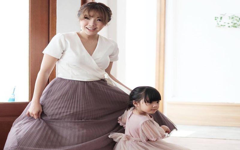 https: img.okeinfo.net content 2019 04 09 33 2040947 bertemu-putri-gisel-ekspresi-wijaya-saputra-jadi-sorotan-netizen-zSL86C0Ly9.jpg