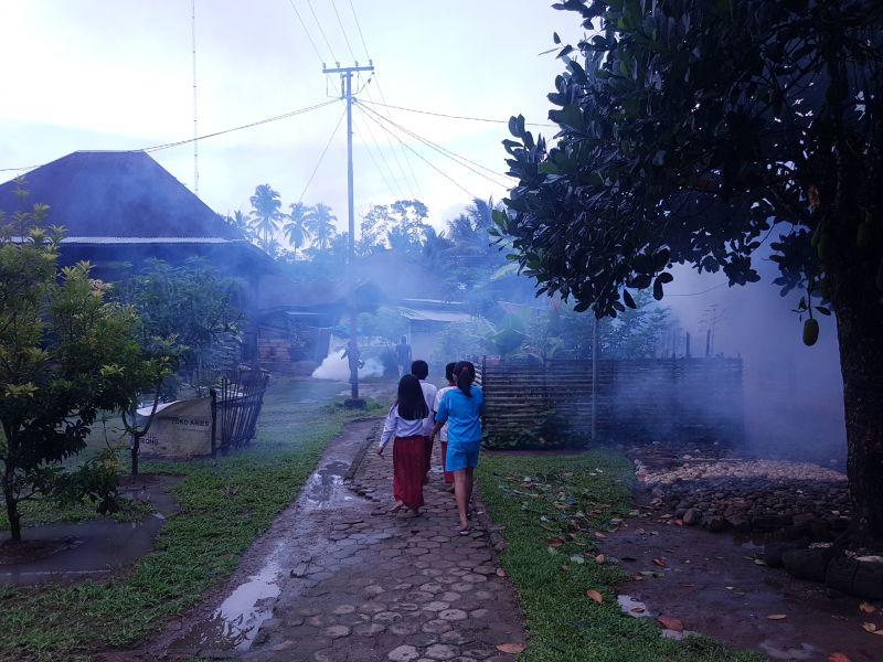 https: img.okeinfo.net content 2019 04 09 340 2040950 fogging-nasional-perindo-asapi-kawasan-endemik-demam-berdarah-di-merangin-jambi-dEtkfwijYl.jpg