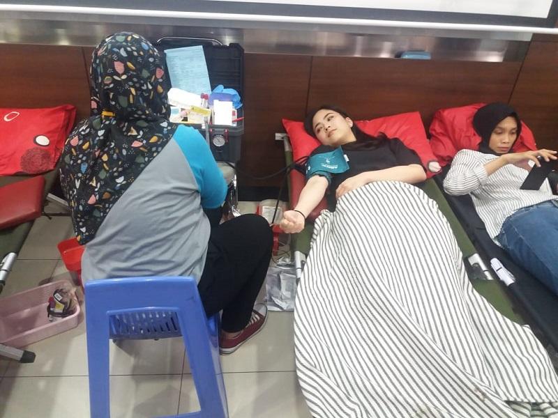 https: img.okeinfo.net content 2019 04 10 481 2041644 ikut-aksi-donor-darah-jessica-tanoesoedibjo-berharap-makin-banyak-orang-mau-sumbangkan-darah-SOAEEjJgrw.jpeg
