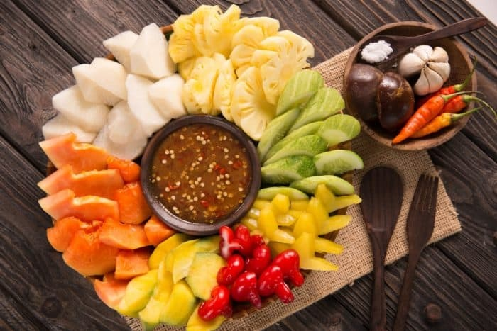 https: img.okeinfo.net content 2019 04 10 481 2041740 nutrisi-rujak-camilan-sehat-favorit-orang-indonesia-yang-segar-di-mulut-AdhGDwFkLt.jpg