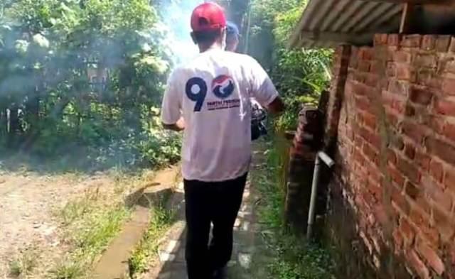 https: img.okeinfo.net content 2019 04 10 519 2041426 perindo-fogging-ratusan-rumah-warga-di-dua-wilayah-kediri-raya-zeLXrFnnjd.jpg