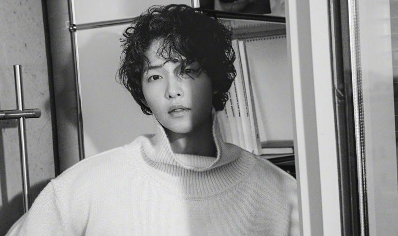 https: img.okeinfo.net content 2019 04 10 598 2041720 paksa-staf-bekerja-20-jam-per-hari-drama-baru-song-joong-ki-dikritik-eAQjMMvVay.jpg