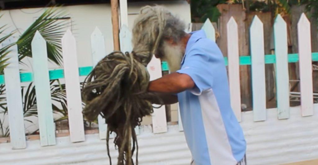 https: img.okeinfo.net content 2019 04 10 612 2041603 pria-ini-tak-cukur-rambut-selama-40-tahun-Lxz19yRx8I.jpg