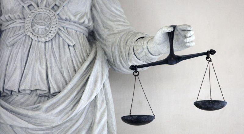 https: img.okeinfo.net content 2019 04 11 337 2042140 advokat-dan-seorang-pengusaha-didakwa-menyuap-hakim-pn-jaksel-rS6t6evVze.jpg
