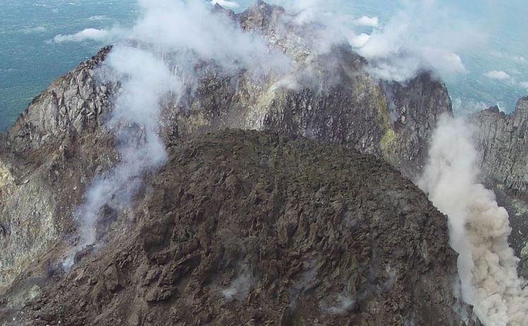 https: img.okeinfo.net content 2019 04 11 512 2041859 gunung-merapi-muntahkan-awan-panas-sejauh-1-kilometer-Qe5AMwTMhU.JPG