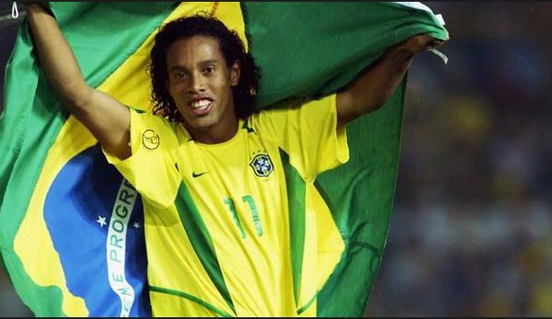 https: img.okeinfo.net content 2019 04 12 51 2042614 ronaldinho-jadi-tokoh-penting-saat-brasil-juara-piala-dunia-2002-eInDUUYfyA.jpg