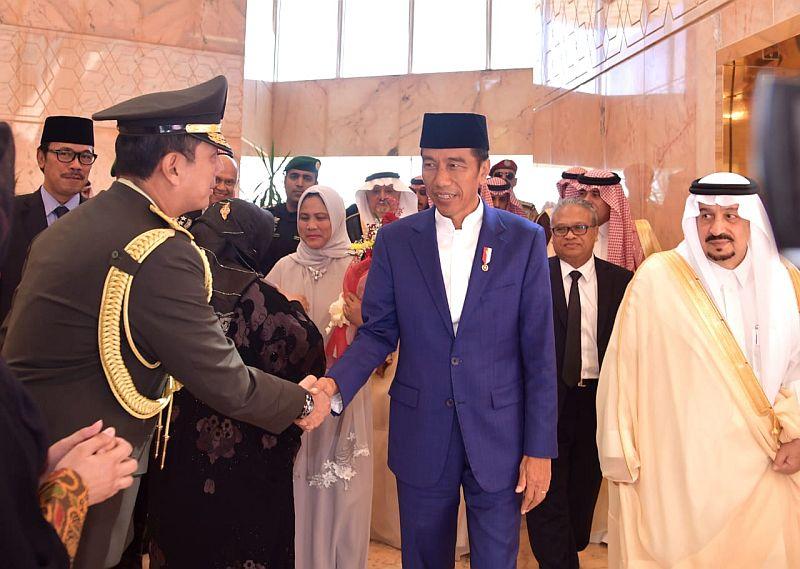 https: img.okeinfo.net content 2019 04 14 337 2043416 agenda-jokowi-selama-di-arab-saudi-bertemu-raja-salman-putra-mahkota-J64cJUpWjs.jpg