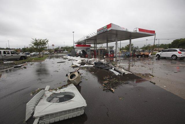https: img.okeinfo.net content 2019 04 15 18 2043708 badai-terjang-wilayah-selatan-as-8-orang-tewas-puluhan-terluka-GZT9dIhRwO.jpeg