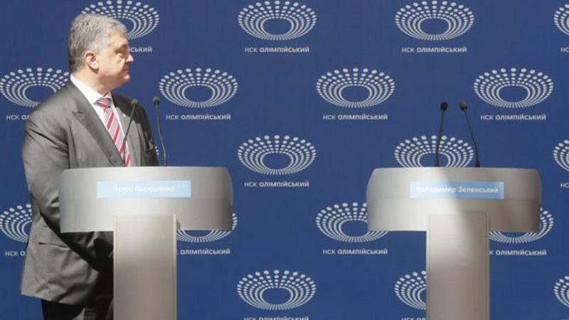 https: img.okeinfo.net content 2019 04 15 18 2043758 lawan-tak-hadir-presiden-ukraina-berdebat-dengan-podium-kosong-hmH49pcIHp.jpg