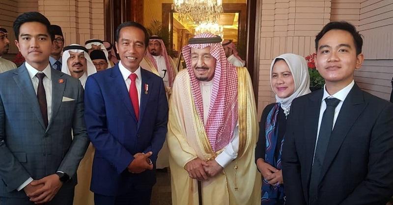 https: img.okeinfo.net content 2019 04 15 194 2043561 gaya-keren-gibran-dan-kaesang-bertemu-raja-salman-di-arab-saudi-Reg6E5BpmJ.jpg