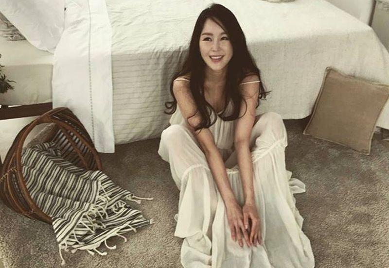 https: img.okeinfo.net content 2019 04 15 194 2043647 manisnya-lee-su-ryeon-bodyguard-cantik-yang-beralih-jadi-artis-FyBuYtYYZH.jpg