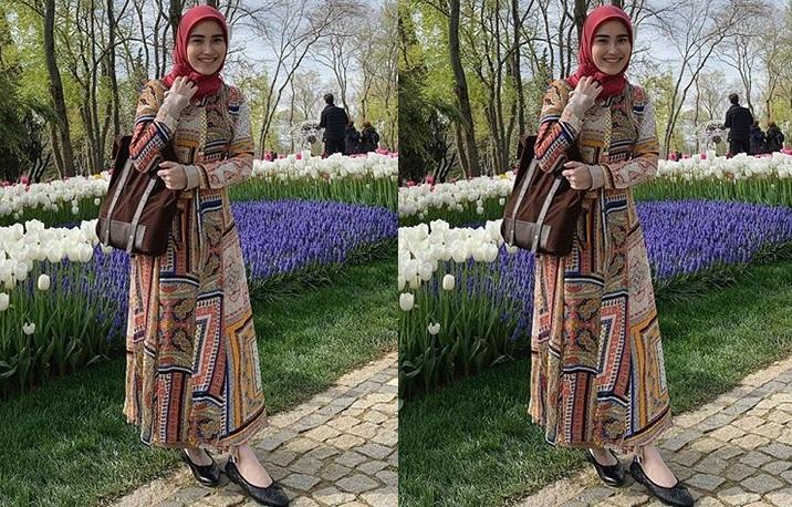 https: img.okeinfo.net content 2019 04 15 194 2043757 5-potret-ayu-ting-ting-pakai-hijab-saat-liburan-di-turki-bikin-adem-lihatnya-jJcwwkgVWn.jpg