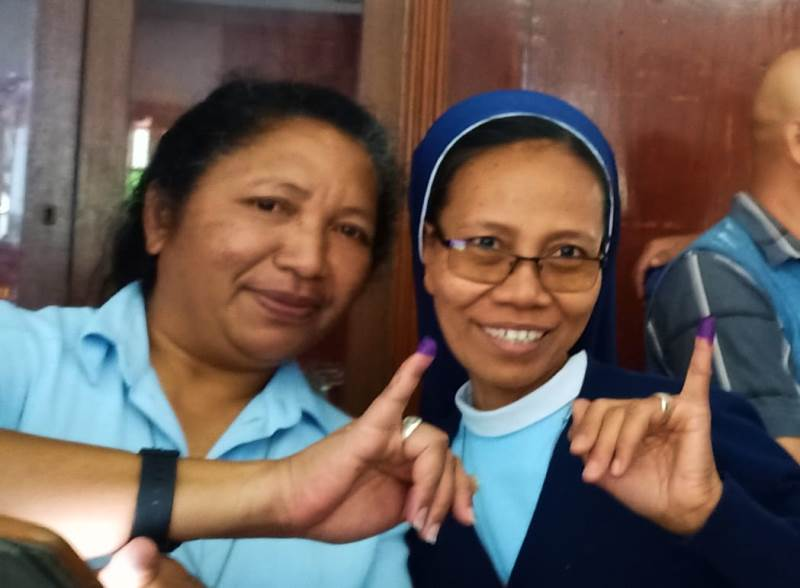 https: img.okeinfo.net content 2019 04 15 605 2043526 cerita-suster-indonesia-tempuh-300-km-perjalanan-untuk-ikut-pemilu-ri-di-ethiopia-OttuYFLDL6.jpeg