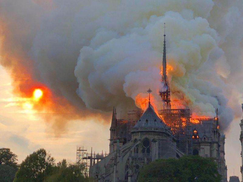 https: img.okeinfo.net content 2019 04 16 18 2043973 gereja-notre-dame-terbakar-presiden-prancis-bersedih-4BKIDC7Ogf.jpg