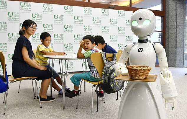 https: img.okeinfo.net content 2019 04 16 320 2044132 industri-berlomba-gunakan-robot-qat87AP6v3.jpg