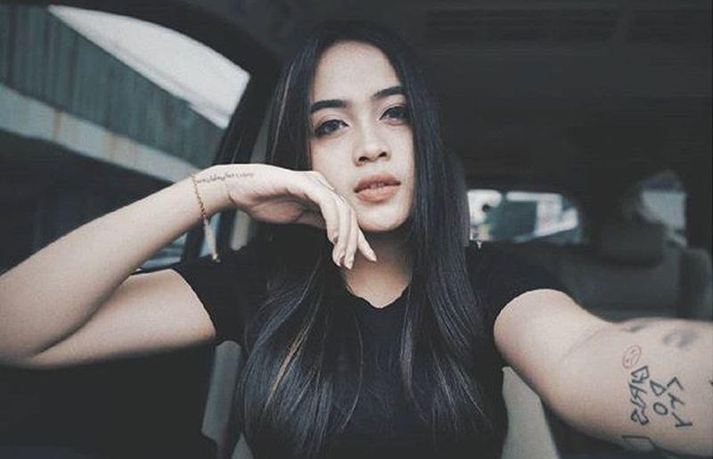 https: img.okeinfo.net content 2019 04 17 194 2044839 potret-cantik-biduan-dangdut-xena-xenita-body-nya-aduhai-banget-yNldfzCqqm.jpg