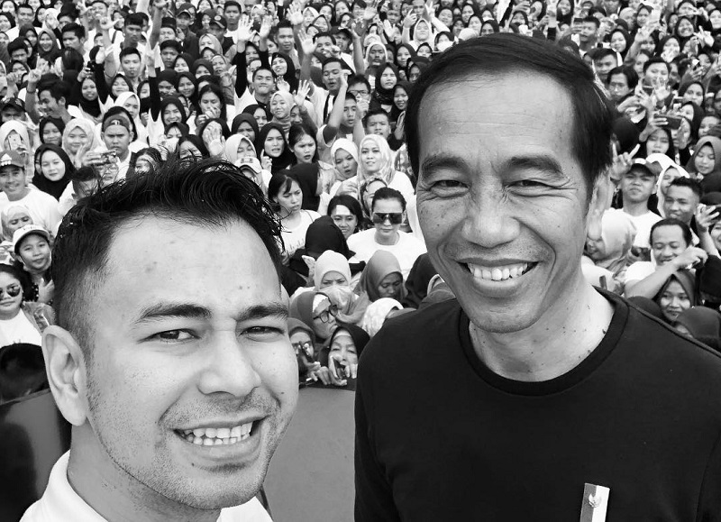 https: img.okeinfo.net content 2019 04 17 33 2044859 selfie-dengan-jokowi-raffi-ahmad-damai-indonesiaku-ntrXWi2EL9.jpg
