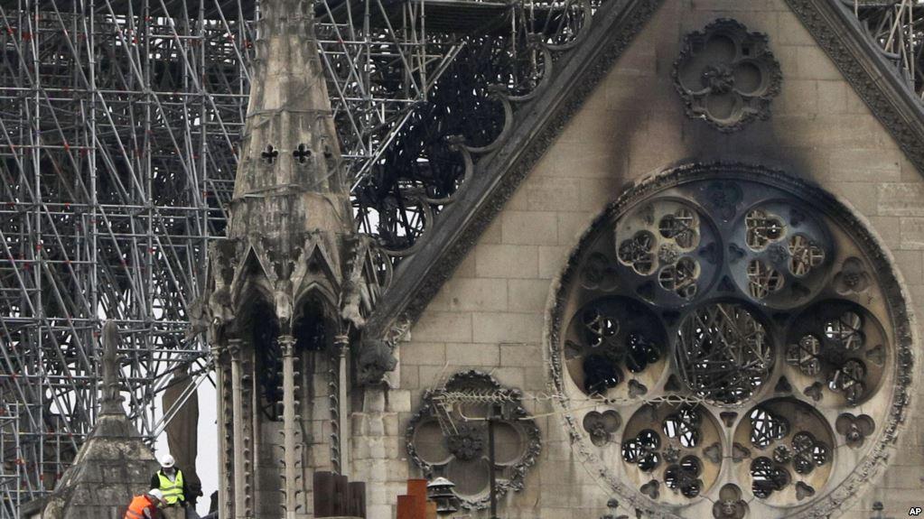 https: img.okeinfo.net content 2019 04 17 406 2044821 orang-kaya-perancis-sumbang-ratusan-juta-dolar-untuk-restorasi-katedral-notre-dame-osb4CPXabG.jpg