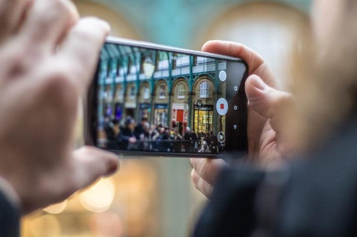 https: img.okeinfo.net content 2019 04 18 57 2045266 simak-fungsi-teknologi-ai-pada-kamera-smartphone-trCrxMBRDV.jpg
