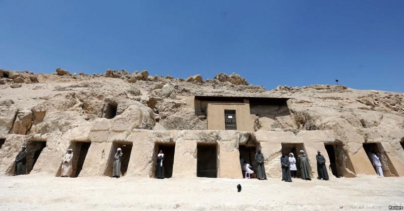 https: img.okeinfo.net content 2019 04 19 56 2045605 arkeolog-temukan-makam-kerajaan-berusia-3-500-tahun-di-mesir-CNitVNGsYA.jpg