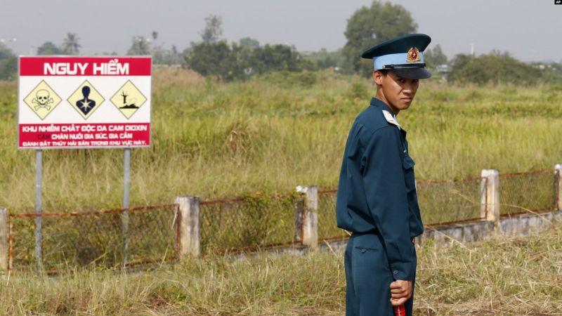 https: img.okeinfo.net content 2019 04 22 18 2046297 as-bersihkan-lokasi-gudang-agen-oranye-di-vietnam-wUKlfOfCOY.jpg