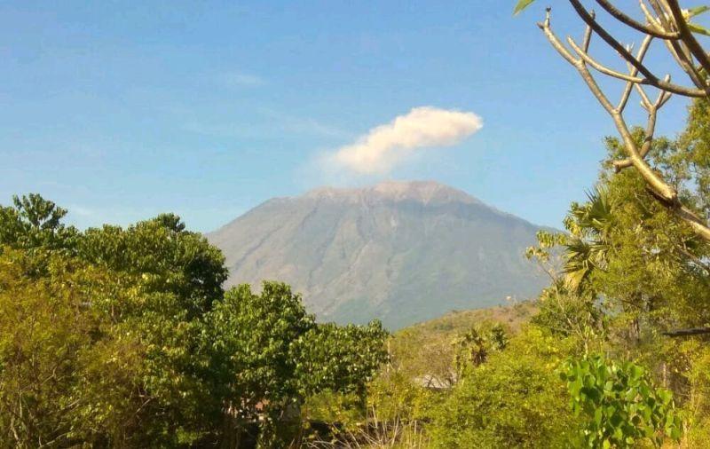 https: img.okeinfo.net content 2019 04 23 244 2046812 pasca-erupsi-status-gunung-agung-tetap-level-iii-ZP8oWxV1ta.jpg