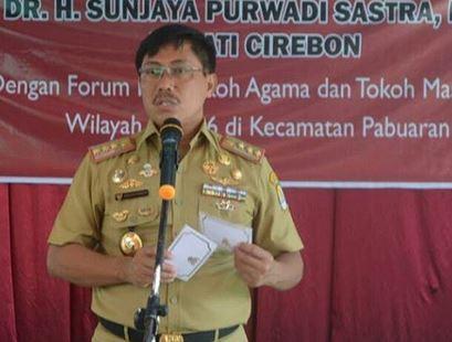 https: img.okeinfo.net content 2019 04 24 525 2047580 bupati-cirebon-sunjaya-purwadisastra-dituntut-7-tahun-penjara-tH6pti0ceU.JPG