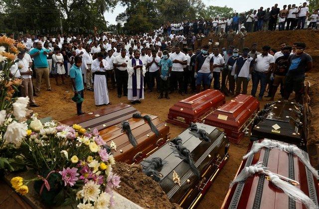 https: img.okeinfo.net content 2019 04 26 18 2048272 diralat-jumlah-korban-tewas-serangan-bom-sri-lanka-berkurang-lebih-dari-100-orang-CkxYhcB846.jpg