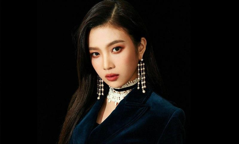 https: img.okeinfo.net content 2019 04 26 33 2048611 pakai-gaun-super-mini-fans-kritik-stylist-joy-red-velvet-RiPvNvLZVc.jpg