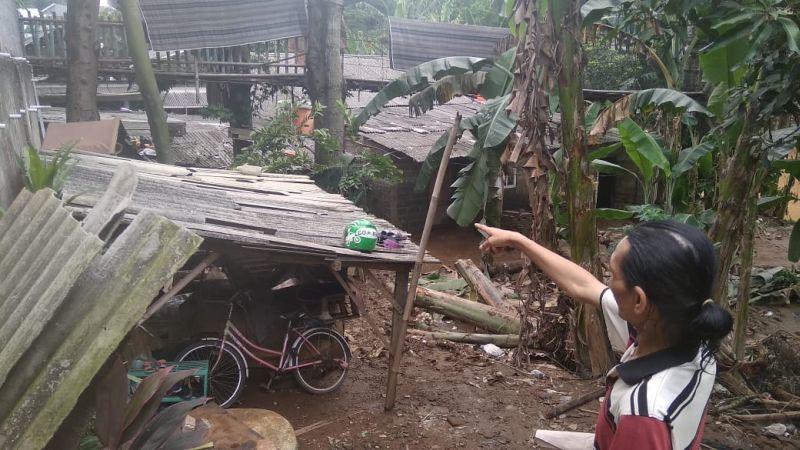 https: img.okeinfo.net content 2019 04 26 338 2048374 tingginya-debit-air-katulampa-sejumlah-kampung-di-depok-sempat-terendam-banjir-vHntxm1LpV.jpg