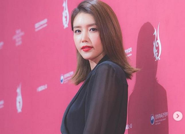 https: img.okeinfo.net content 2019 04 28 196 2049076 jarang-diterpa-gosip-ternyata-5-aktris-korea-ini-sudah-menjanda-Yrfyeq96lW.jpg