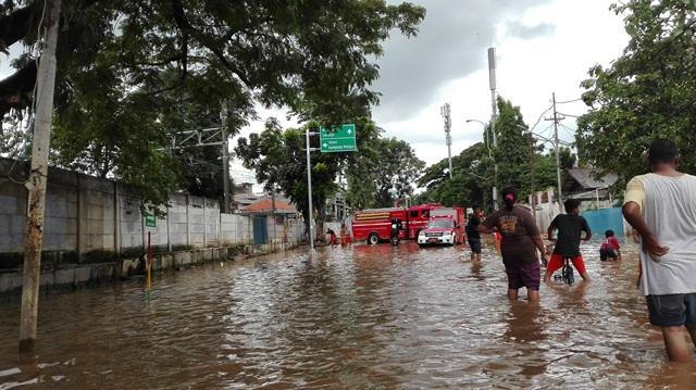 https: img.okeinfo.net content 2019 04 28 338 2049014 bpbd-34-wilayah-di-jakarta-masih-tergenang-banjir-ITR5BOuwgG.jpg