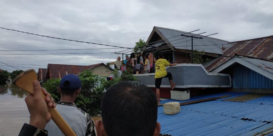 https: img.okeinfo.net content 2019 04 28 340 2048898 banjir-bengkulu-8-tewas-3-orang-hilang-dan-ribuan-warga-mengungsi-qGeLaTBiNp.jpg